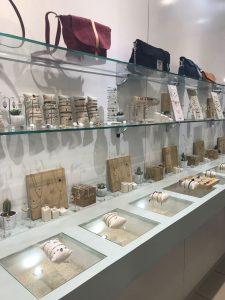 Les pépettes : une jolie boutique de prêt-à-porter, de bijoux et d'accessoires féminins